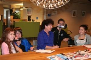 Thom-Mitchell-Dewy en Sydney bij wethouder Lydia Groot Gem. Stede Broec webfoto
